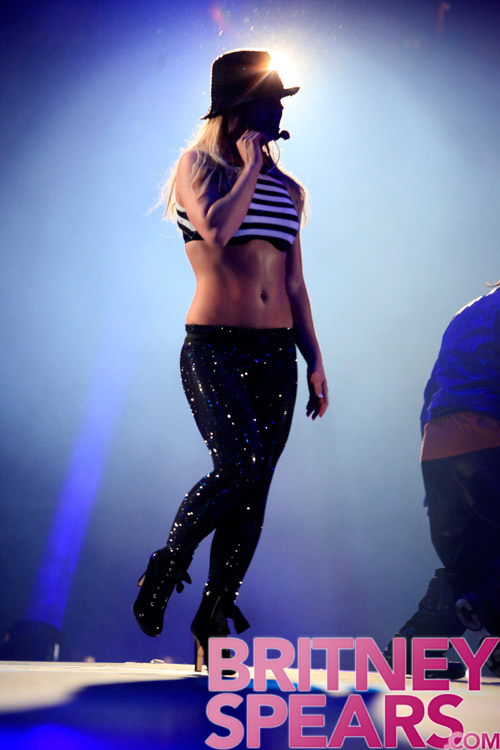 gallery_enlarged-britney-spears-miami-24