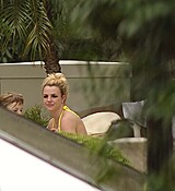 Britney_Spears_in_a_bikini_in_Buenos_Aires_November_19_2011_012.jpg