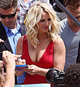 britney-spears-cleavage-spandex-dress-x-factor-auditions-0628-7.jpg