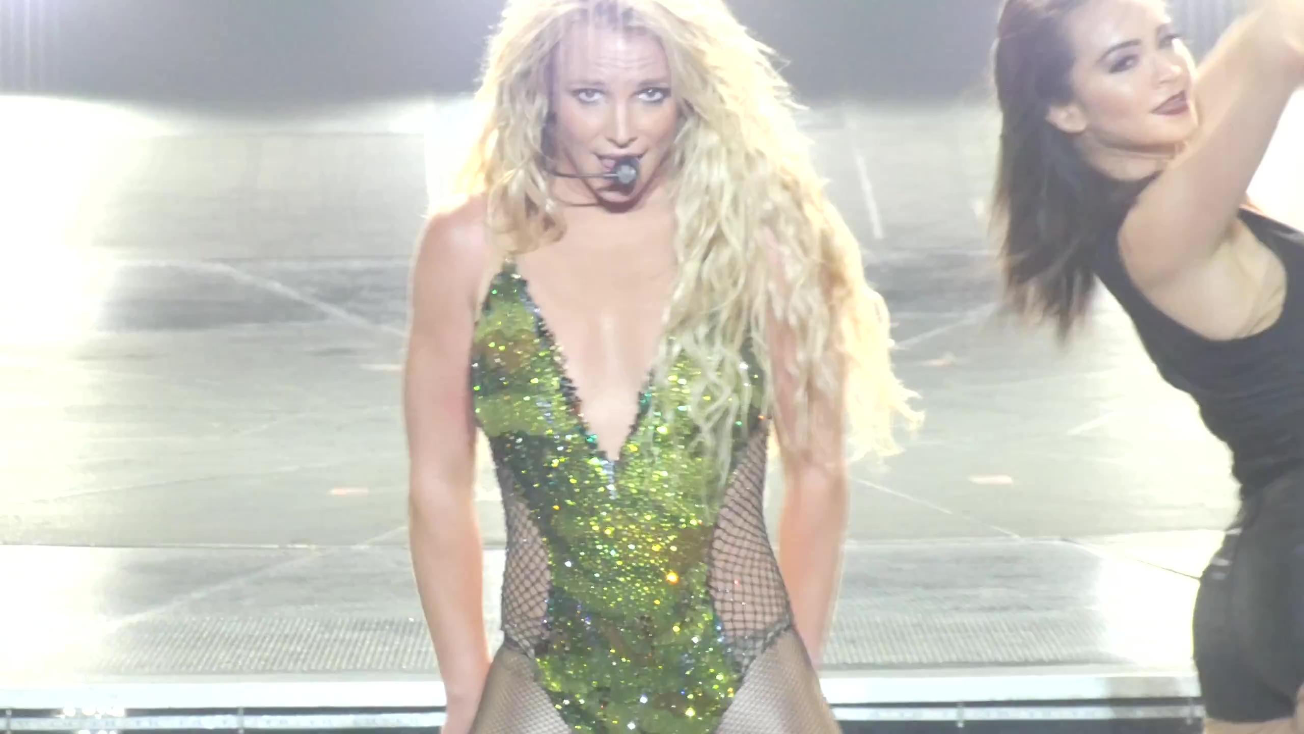 Britney Spears >> Britney: Piece of Me [III] - Página 45 BG_2812929~18