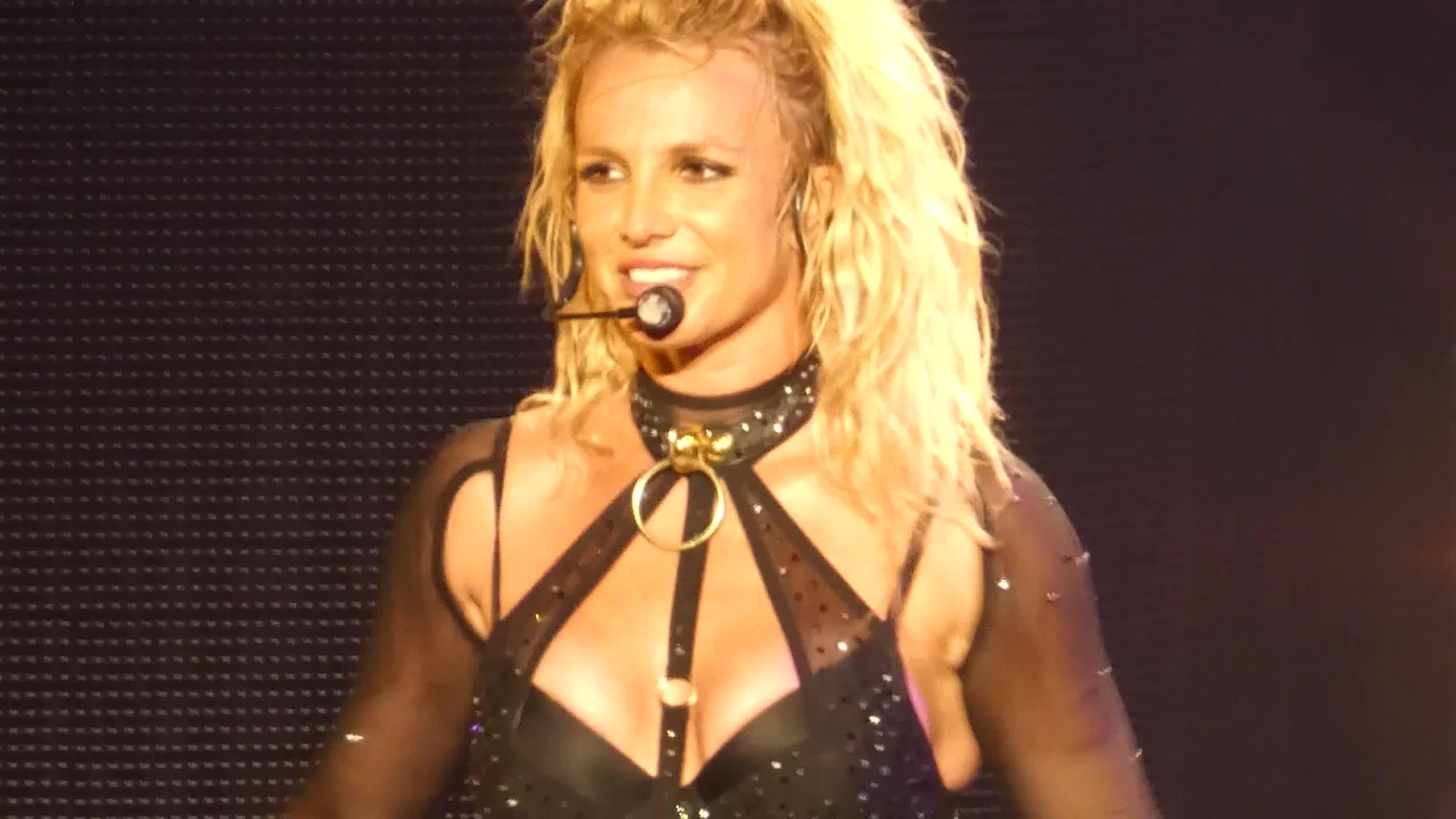 Britney Spears >> Britney: Piece of Me [III] - Página 45 BG_285929~32