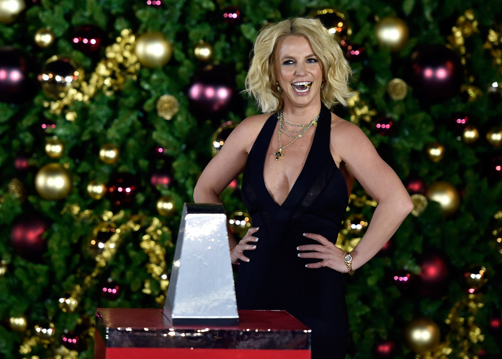 Britney_Spears_Christmas_Tree_Lighting_C