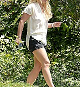 2A2F433E00000578-3147969-Pretty_Girl_Britney_Spears_was_spotted_running_errands_in_Los_An-a-11_1435883594281.jpg