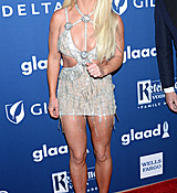 68168914_britney-spears-attends-the-29th-annual-glaad-media-awards-at-the-beverly-hilto.jpg