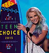 Britney-Spears-accepts-the-award-for-choice-style-icon-during-the-2015-Teen-Choice-Awards.jpg