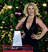 Britney_Spears_Christmas_Tree_Lighting_Ceremony_yKGLy1Kvr__x.jpg