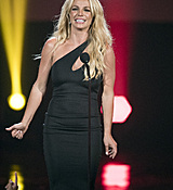 britney-spears-2017-radio-disney-music-awards-microsoft-theater-in-los-angeles-042917-22.jpg