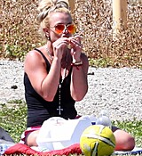 britney-spears-at-her-sons-soccer-game-in-woodland-hills-32915-11.jpg