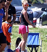 britney-spears-at-her-sons-soccer-game-in-woodland-hills-32915-14.jpg