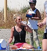 britney-spears-at-her-sons-soccer-game-in-woodland-hills-32915-16.jpg