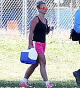 britney-spears-at-her-sons-soccer-game-in-woodland-hills-32915-17.jpg