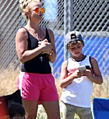 britney-spears-at-her-sons-soccer-game-in-woodland-hills-32915-2.jpg