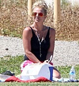 britney-spears-at-her-sons-soccer-game-in-woodland-hills-32915-9.jpg