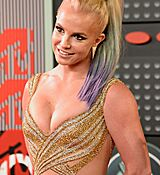britney-spears-at-mtv-video-music-awards-2015-in-los-angeles_22.jpg
