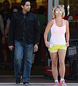 britney-spears-doing-some-last-minute-easter-shopping-at-target-april-3-2015-x33-hq-32.jpg
