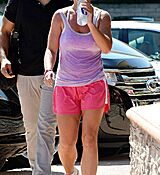 britney-spears-leaves-a-gym-in-calabasas_6.jpg