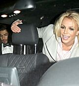 britney-spears-leaving-with-her-boyfrie_0011.jpg