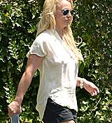 britney-spears-seen-out-in-los-angeles-july-22015-x28-8.jpg
