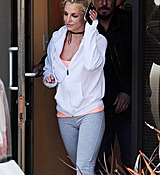 Britney_Spears_-_Arriving___Leaving_a_Dance_Studio_in_Los_Angeles_25_02_2017_34.jpg