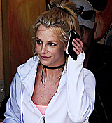Britney_Spears_-_Arriving___Leaving_a_Dance_Studio_in_Los_Angeles_25_02_2017_35.jpg