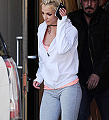 Britney_Spears_-_Arriving___Leaving_a_Dance_Studio_in_Los_Angeles_25_02_2017_36.jpg