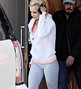 Britney_Spears_-_Arriving___Leaving_a_Dance_Studio_in_Los_Angeles_25_02_2017_37.jpg