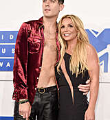 Britney_Spears_2016_MTV_Video_Music_Awards_28.jpg