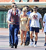 TOZ_AUGUST4_DISNEYLAND_WITH_SAM_AND_CHILDREN_28129.jpg