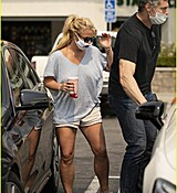 britney-spears-shopping-september-2020-32.jpg